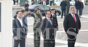 هولاند يضع إكليلا من الزهور على قبر الجندى المجهول امام البرلمان اليوناني